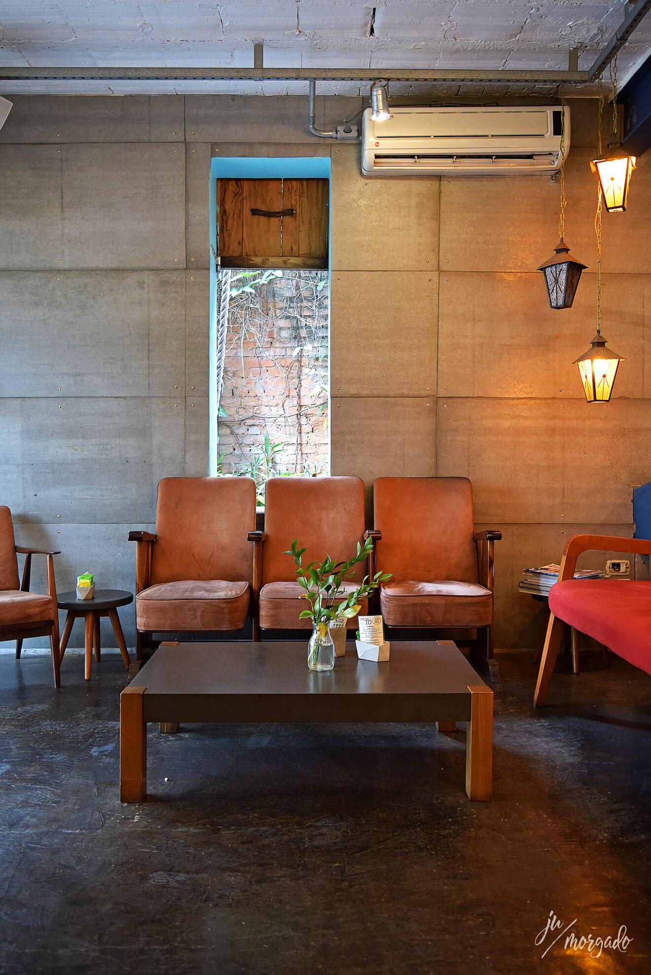 Ambiente interno do Sofá Café em São Paulo