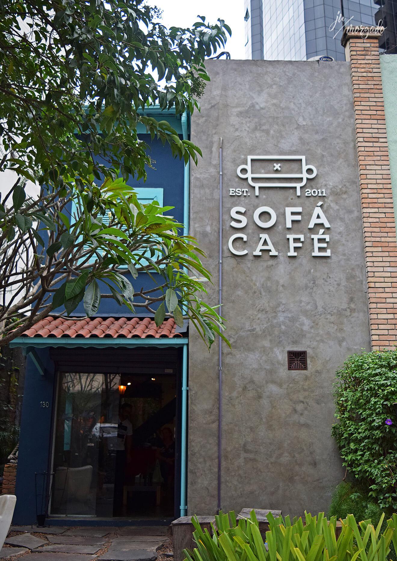 Entrada e fachada do Sofá Café em São paulo.