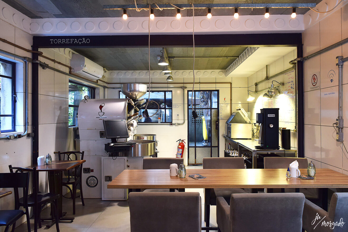 Espaço de torrefação em aberto no Coffe Lab em São Paulo.