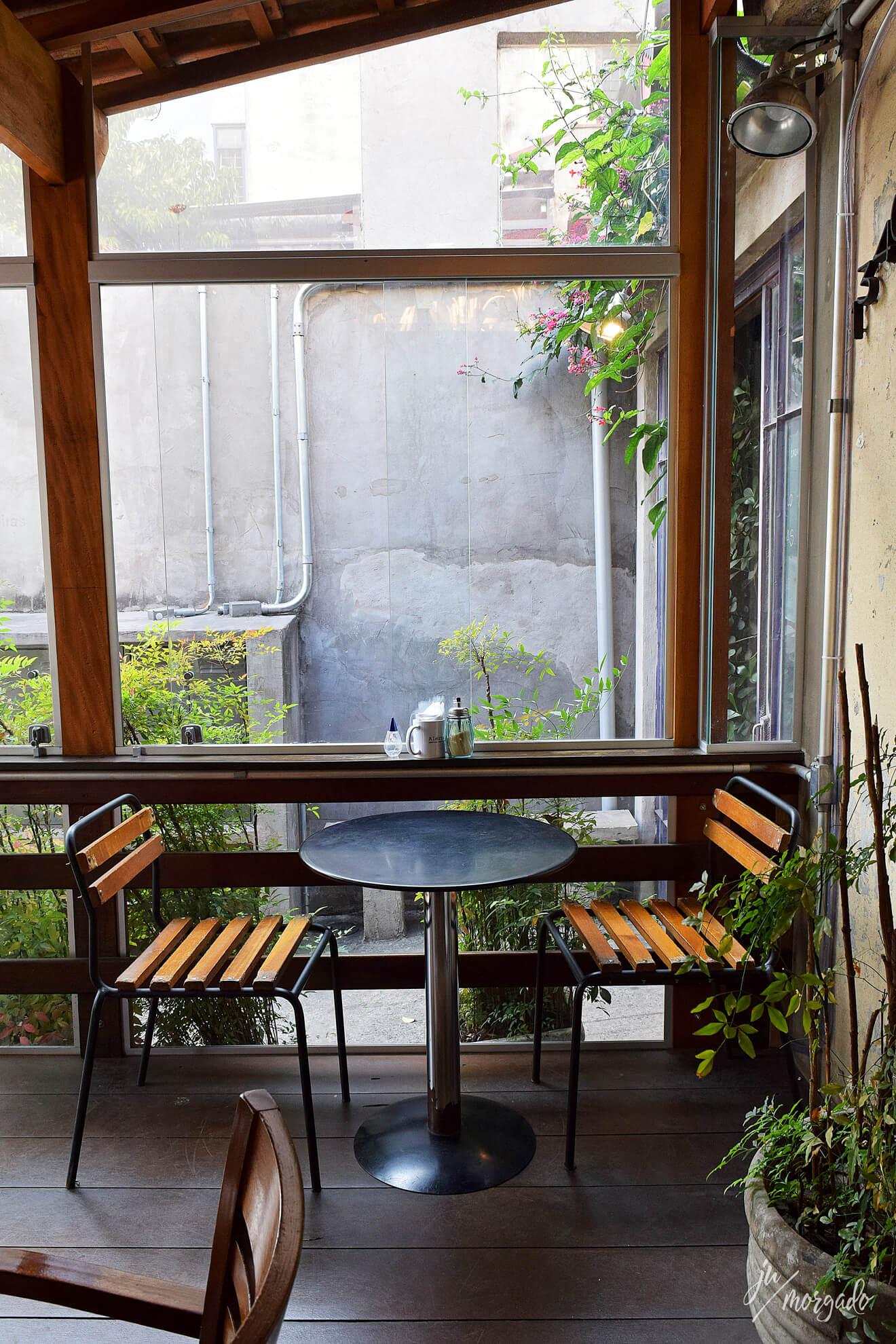 Ambiente do Coffee Lab da Raposeiras em São Paulo.