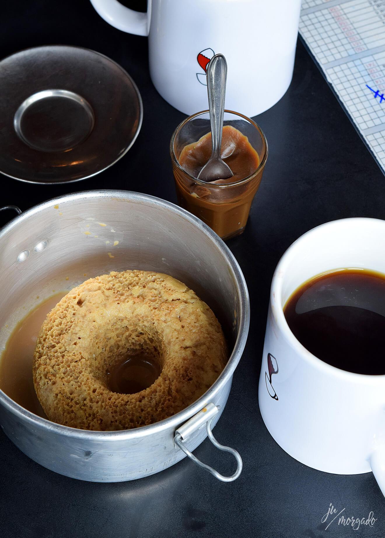 Bolo de café gelado e brigadeiro de café com V60.